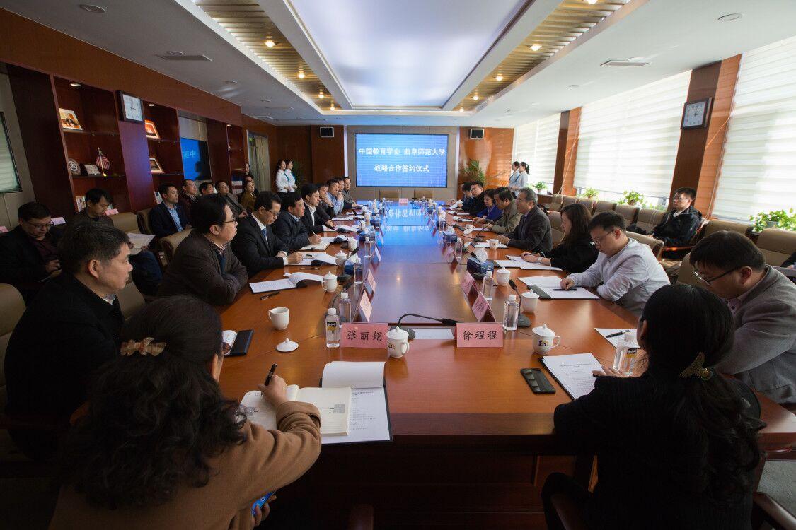我校与中国教育学会签订中小学书法教师培训战略...
