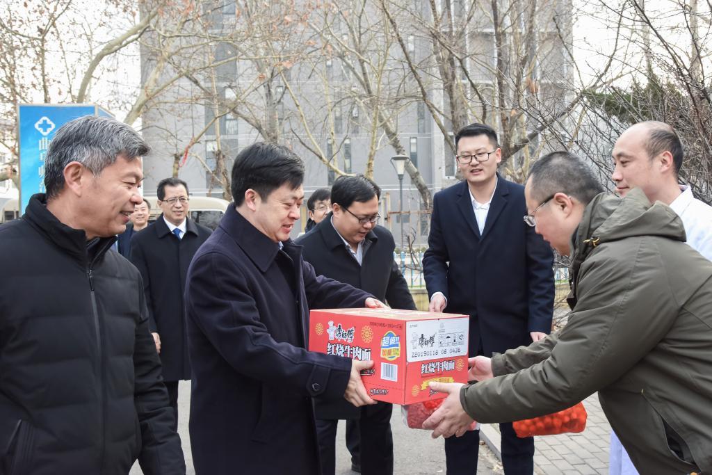 金尊娱乐场领导春节前夕看望慰问坚守岗位工作人员