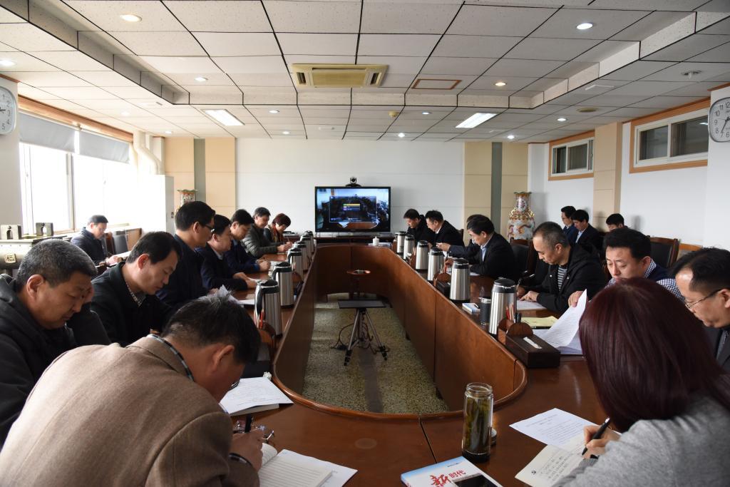 党委理论学习中心组进行集中学习